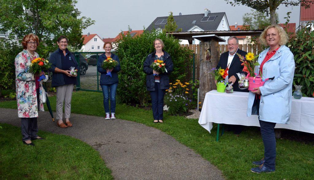 Sinnesgarten der INGENIUM-Stiftung an Bewohner der Stadtvilla Mathile und der Stadtvilla Helmut übergeben. Foto: Melanie Arzenheimer